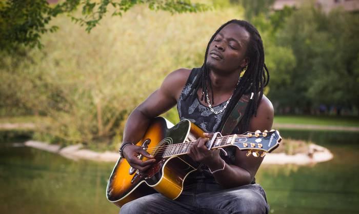 Gaur eta bihar zuzeneko musika emanaldiak izango dira Zingira kanpinean