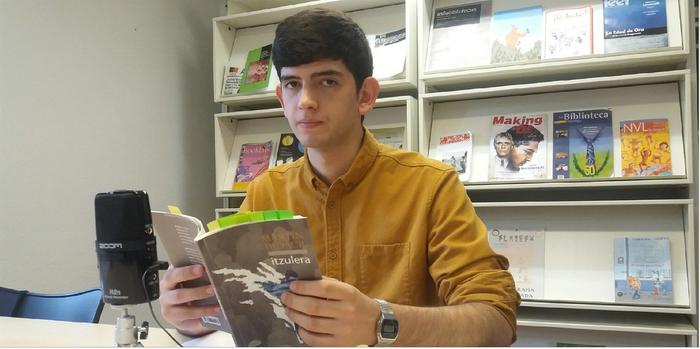 'Itzulera' poema liburua kaleratu du Martin Bidaurrek